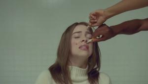 Billie Eilish lança o clipe de 'xanny'; assista
