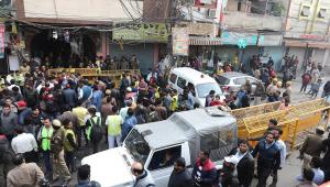 Dono de fábrica em que 43 pessoas morreram na Índia é preso
