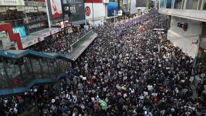 Para marcar seis meses de protestos, milhares de pessoas voltam às ruas em Hong Kong neste domingo