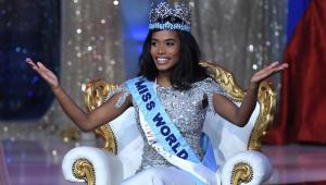 Jamaicana é eleita Miss Mundo em ano que concursos exaltaram beleza negra