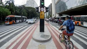 SP: Ciclistas comemoram reabertura das ciclovias; infectologista pondera cuidados