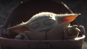 George Lucas abraça Baby Yoda em foto de set publicada por Jon Favreu