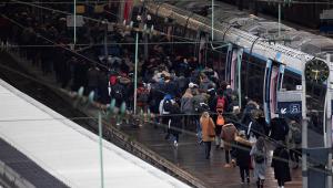 França enfrenta terceiro dia de greve contra reforma da Previdência