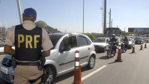 Polícia cumpre mandados em operação contra 'rachas' no RJ