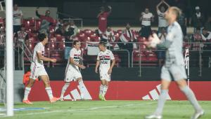 São Paulo bate o Inter e garante vaga direta na fase de grupos da Libertadores