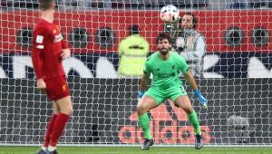 Alexander-Arnold exalta companheiro de Liverpool: 'O Alisson passa muita confiança'