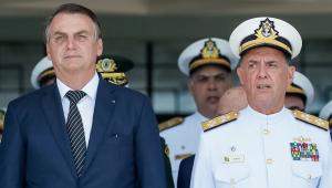 Em formatura da Marinha, Bolsonaro diz que Brasil 'está mudando para melhor'