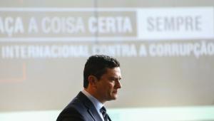 'Corrupção abala confiança no regime democrático', diz Moro