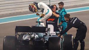 Hamilton sobra em Abu Dhabi e encerra a temporada da Fórmula 1 com vitória