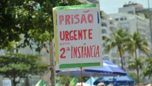 Manifestantes se reúnem no RJ em favor da prisão em 2ª instância