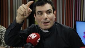 O celular foi criado pelo CAPETA, diz Padre Juarez