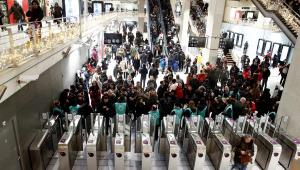 Paris entra em 5º dia de greve e fica sem transporte público