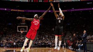 Com show de Westbrook e jogo discreto de Harden, Rockets batem Raptors