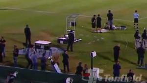 Taça cai em fosso durante decisão entre Nacional e Peñarol no Uruguai