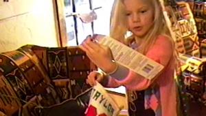 'Christmas Tree Farm': Em clipe, Taylor Swift mostra suas memórias de Natal em família