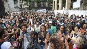 Justiça determina a transferência de R$ 300 mi para pagar profissionais da saúde no Rio