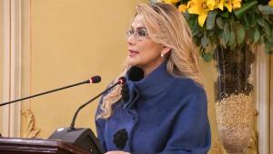 Presidente interina da Bolívia desiste de concorrer ao cargo