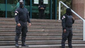 Polícia venezuelana cerca escritório de Guaidó em Caracas