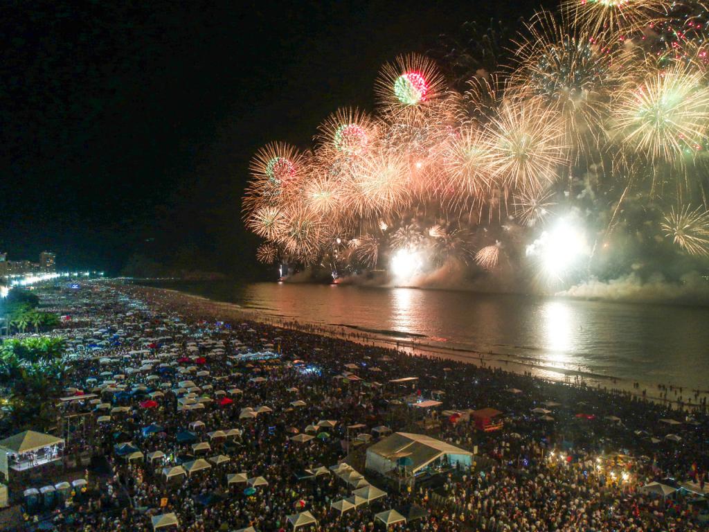 Rio de Janeiro decide fechar Copacabana no Réveillon para evitar  aglomeração | Jovem Pan