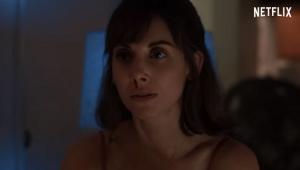 Alison Brie sonha com o futuro no trailer de 'Entre Realidades'; veja