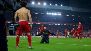 Alisson dá assistência, Liverpool bate o United e abre 16 pontos na liderança