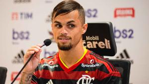 Michael chega ao Flamengo e espera crescer com ajuda de Jorge Jesus