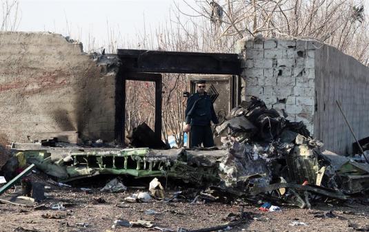 Relatório aponta que Boeing ucraniano pegou fogo antes de cair no Irã