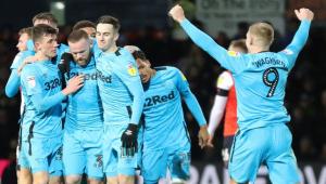 Rooney volta a marcar gol em gramados ingleses após mais de 3 anos