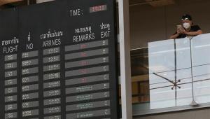 Companhias aéreas suspendem voos para a China; empresas cancelam viagens
