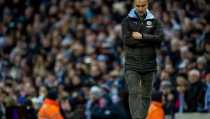 Fernandinho faz gol contra no final e Manchester City tropeça no Inglês