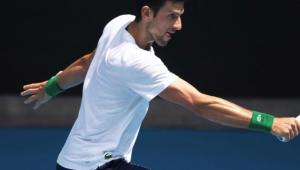Número 1, Djokovic revela que tem treinado durante pandemia para torneio beneficente