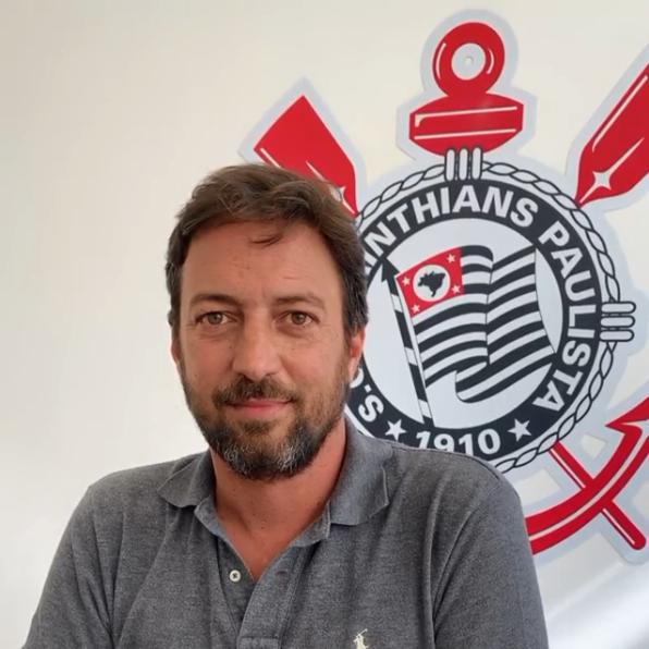 Diretor do Corinthians fala sobre possibilidade de repatriar Paulinho e Renato Augusto