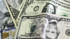 Em dia tenso, Dólar chega em R$ 5,31, mas fecha em baixa
