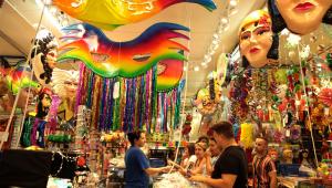 Fantasias em grupo, tiaras e ombreiras são apostas do carnaval 2020