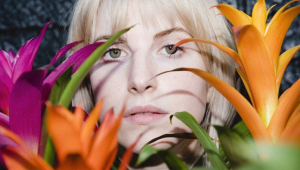 Hayley Williams lança o primeiro single de álbum solo; veja o clipe