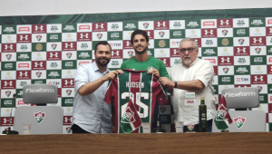 Apresentado, Hudson exalta chance no Fluminense e celebra parceria com Henrique