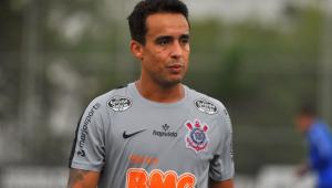 Fora dos planos do Corinthians, Jadson já negocia com novo clube