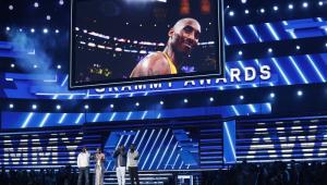 Alicia Keys homenageia Kobe Bryant no Grammy: 'Perdemos um herói'