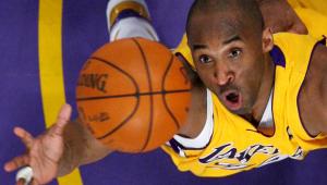 Em último tweet, Kobe Bryant parabenizou LeBron James por quebrar seu recorde