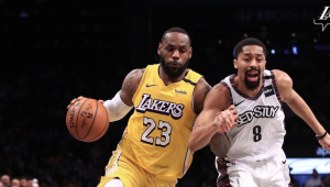 LeBron faz 'triple-double' e se aproxima de marca de Kobe