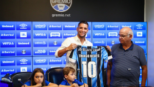 Apresentados no Grêmio, Thiago Neves e Diego Souza prometem resposta em campo