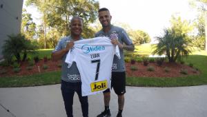 Luan é apresentado no Corinthians e lembra momentos como torcedor: 'Sonho vestir essa camiseta'