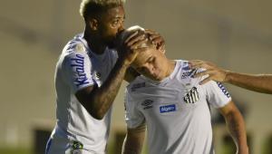 Marinho e Soteldo se apresentam ao Santos após faltarem primeiro dia de treinamentos