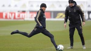 Pouca habilidade? Zidane mostra por que foi melhor do mundo em treinamento do Real Madrid; assista