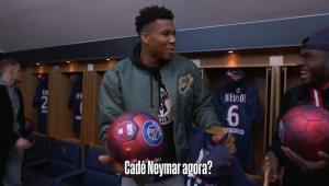 MVP da NBA visita estádio do PSG, faz embaixadinhas e pergunta: 'Cadê o Neymar?'