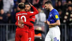 Com gols de 5 jogadores diferentes, Bayern massacra Schalke e cola no líder do Alemão