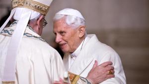 Bento XVI pede que nome seja retirado de livro polêmico
