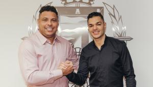 Especulado no Flamengo, Ben Arfa fecha com clube de Ronaldo Fenômeno