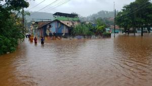 Chuva forte causa mortes e deixa desabrigados em BH