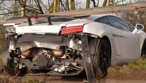 Goleiro do Manchester United sofre acidente e arrebenta Lamborghini de quase R$ 1 milhão